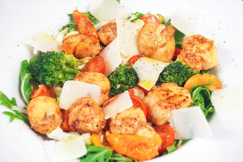 Salata cu scoici Saint Jacques