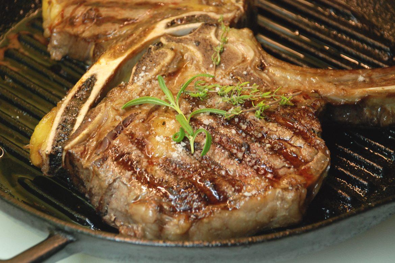 Cea mai buna friptura, antricot de vita pe gratar sau grill