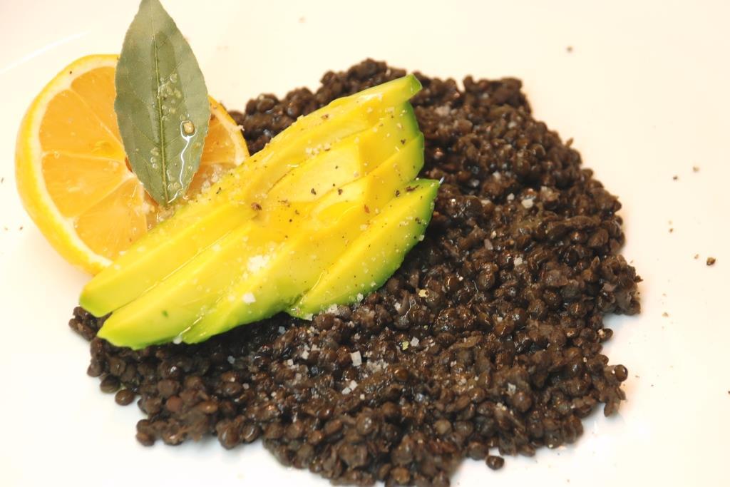 Linte neagra cu avocado