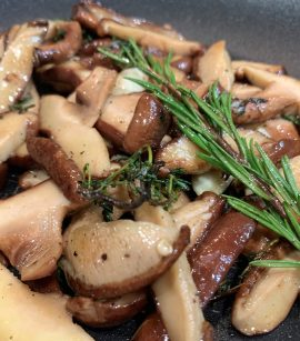 Ciuperci Shitake cu aromatice