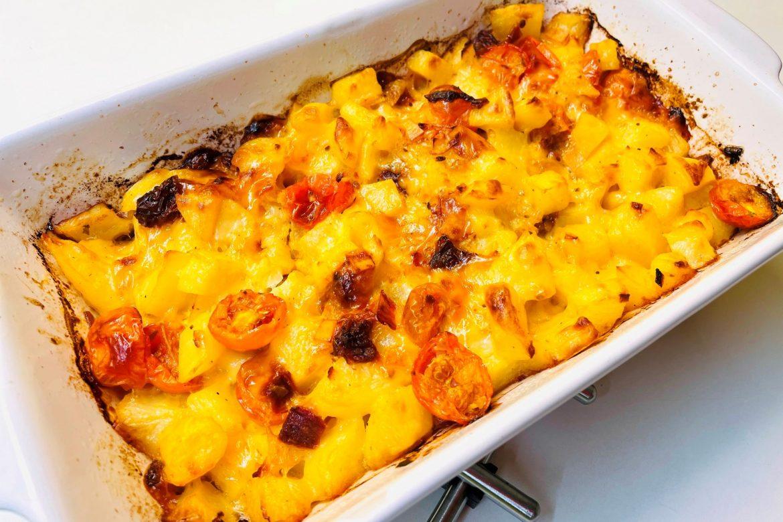 Cartofi la cuptor cu cascaval si rosii, retete bonfood, cartofi cu branza la cuptor, cartofi la cuptor cu cascaval si ou, garnitura de cartofi la cuptor cu oua, cartofi la cuptor cu usturoi